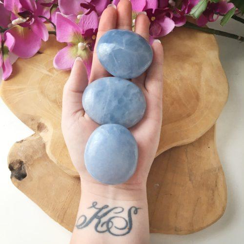 Blauwe calciet handstenen groot